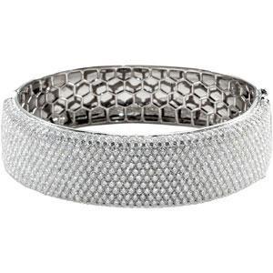 Diamond Bangle Bracelet in 18k White Gold (15.25 Ct. tw.) (15.25 Ct. tw.)
