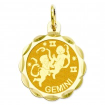 Engraveable Gemini Zodiac Scalloped Disc Charm in 14k Yellow Gold