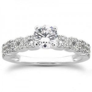 Elegant Engagement Ring in 14K Yellow Gold