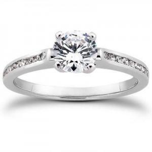Round Diamond Wedding Ring in 14K Yellow Gold