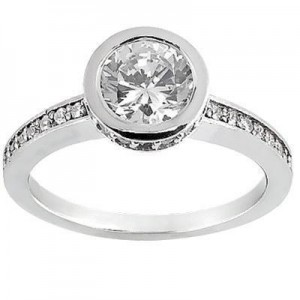 Stylish Round Diamond with Side stones in 14K Yellow Gold